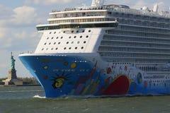 Noors Afgescheiden Cruiseschip die de haven van New York verlaten Royalty-vrije Stock Fotografie
