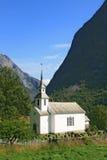 Noors dorp op het gebied van de Fjord stock foto