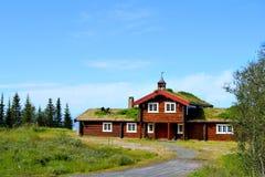 Noors plattelandshuisje - hytta Stock Afbeeldingen