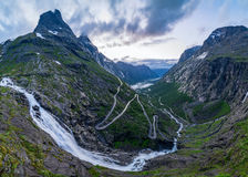 Noorse bergweg Trollstigen De waterval van Stigfossen Royalty-vrije Stock Foto