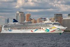 Noorse Dawn Cruise Ship Stock Afbeeldingen