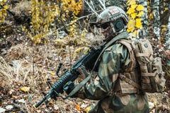 Noorse militair in het bos Stock Afbeeldingen