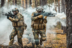 Noorse militairen in het bos royalty-vrije stock foto