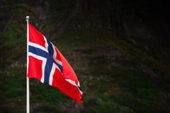 Noorse vlag bevore bergen Stock Afbeelding