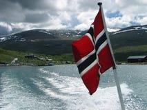 Noorse vlag op een achtersteven van een boot Royalty-vrije Stock Afbeeldingen