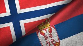 Noorwegen en Servië twee vlaggen textieldoek, stoffentextuur vector illustratie