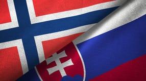 Noorwegen en Slowakije twee vlaggen textieldoek, stoffentextuur vector illustratie
