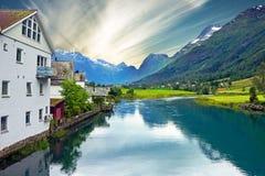 Noorwegen - landelijk landschap, Olden dorp Stock Foto