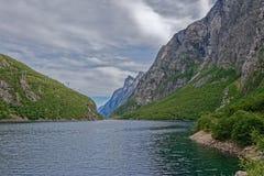 noorwegen Meer in de bergen van Sunndalen royalty-vrije stock fotografie