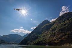 Noorwegen met fjord dichtbij Flam tijdens de lente royalty-vrije stock foto