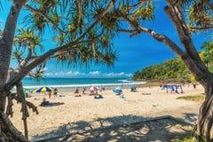 NOOSA AUSTRALIEN, FEBRUARI 17 2018: Folk som tycker om sommar på Noosa M Royaltyfri Fotografi