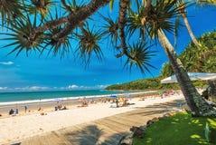 NOOSA AUSTRALIEN, FEBRUARI 17 2018: Folk som tycker om sommar på Noosa M Royaltyfria Bilder