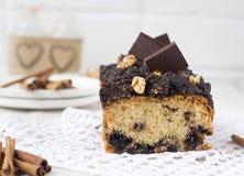 Noot en chocoladecake met kaneel Stock Foto