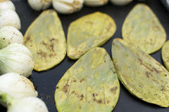 Nopales και chambray κρεμμύδια Στοκ εικόνα με δικαίωμα ελεύθερης χρήσης
