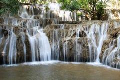 Noppiboon-Wasserfall in Bezirk Sangkhla Buri, Kanchanaburi-Provinz, Thailand stockbilder