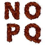 NOPQ, Buchstaben des englischen Alphabetes, gemacht von den Kaffeebohnen, im Schmutz Lizenzfreie Stockbilder