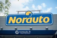 Norauto logotecken framme av den franska automatisk reparations- och reservdelspecialisten Royaltyfri Foto