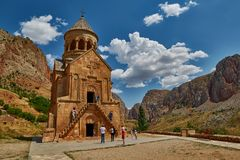 NORAVANK-KLOSTER, ARMENIEN - 02 AUGUSTI 2017: Noravank kloster Arkivbild