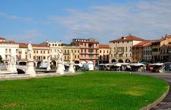 Nord-öst av ön Memmia i den Prato dellaen Valle i Padua i Venetoen (Italien) Royaltyfri Bild