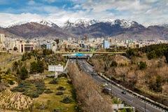 Nord-Alborz Berge Teherans im Frühjahr mit Schnee beim höchst- Iran Stockbilder