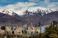 Nord-Alborz Berge Teherans im Frühjahr mit Schnee beim höchst- Iran Lizenzfreies Stockbild