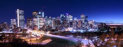 Nord av Calgary i stadens centrum Nightsky Arkivfoton