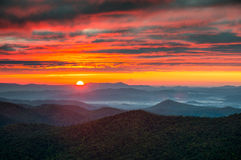 Nord-Carolina Blue Ridge Parkway Autumn-Sonnenaufgang-Berge