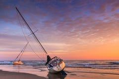 Nord Carolina esterna delle banche della spiaggia naufragata barche a vela Fotografia Stock Libera da Diritti