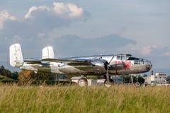 Nord för tappning för världskrig II - flygplan för amerikan B-25 Mitchell Bomber fungerings av flygatjursamlingen royaltyfria bilder