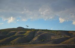 Nord-Kalifornien-Berge im Spätsommer mit blauem Himmel stockbild