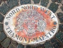 Nord Nord西部北部西北部-象征风的方向的头 在一块大理石平板的一个古老图象在圣皮特圣徒・彼得` s 图库摄影