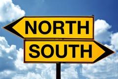 Nord o sud, di fronte ai segni Fotografie Stock Libere da Diritti