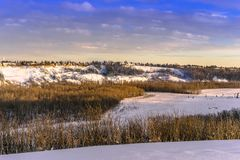 Nord-Saskatchewan River Valley in der Wintersaison lizenzfreie stockbilder