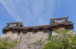 Nord und Süd bringen Drehköpfe von Matsuyama-Schloss, Japan in Verlegenheit Lizenzfreie Stockfotografie