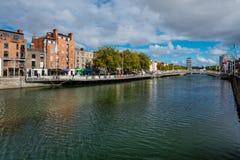 Nordbank des Flusses Liffey bei Dublin City Center Stockbild
