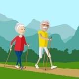 Nordbo som går - utomhus- aktiva pensionärer Arkivbilder
