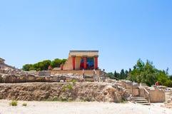 Nordeingang mit Aufladungsstierfresko am Knossos-Palast auf der Kreta-Insel, Griechenland Lizenzfreies Stockfoto