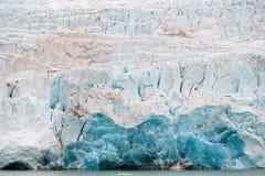 Nordenskiöldbreen冰川在Pyramiden附近的夏天在Billefjord海岸在斯瓦尔巴特群岛的 免版税库存照片