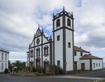 Nordeste主要教会在圣地米格尔海岛与圣诞装饰和托婴所上的在亚速尔,葡萄牙 免版税库存图片