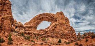 Nordfenster-Bogen im Bogen-Nationaldenkmal, Utah Lizenzfreie Stockfotos