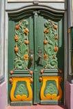 Nordhausen färgrik grön dörr i Tyskland arkivfoto