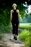 Nordic che cammina in natura Fotografia Stock