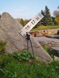 Nordic, der auf den Herbstpark geht Lizenzfreie Stockfotos