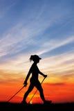 Nordic, der bei Sonnenuntergang geht Stockbilder