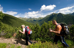 Nordic, der in Tatra Berge geht Lizenzfreie Stockbilder