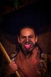 NORDinsel, NEUES SEELAND 17. MAI 2017: Maori- Mann, der heraus Zunge mit traditionsgemäß tatooed Gesicht und herein haftet Lizenzfreies Stockbild