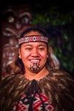 NORDinsel, NEUES SEELAND 17. MAI 2017: Porträt von Tamaki Maori-Mann mit traditionsgemäß tatooed Gesicht in traditionellem Stockfotografie