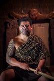NORDinsel, NEUES SEELAND 17. MAI 2017: Schließen Sie oben von einem Maori- Führermann mit traditionsgemäß tatooed Gesicht in trad Lizenzfreie Stockfotos