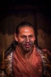 NORDinsel, NEUES SEELAND 17. MAI 2017: Schließen Sie oben von einem Maori- Mann mit traditionsgemäß tatooed Gesicht und in tradit Stockbilder