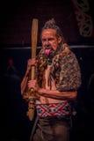 NORDinsel, NEUES SEELAND 17. MAI 2017: Tamaki Maori-Mann, der heraus Zunge mit traditionsgemäß tatooed Gesicht und herein haftet Stockfotos